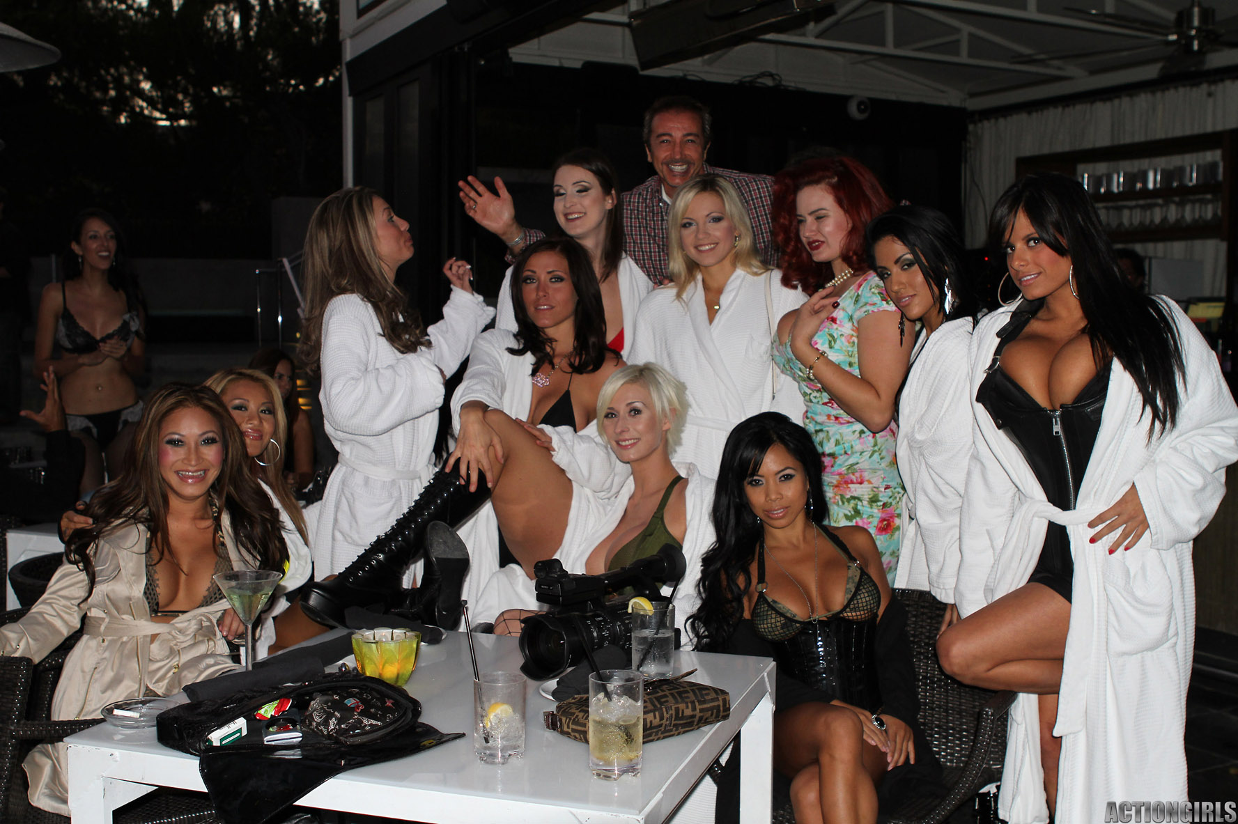 http://ww4.actiongirls.com/gallery157/Party-to-Playboy-pics-ac/actiongirlspartytoplayboymansion063.jpg