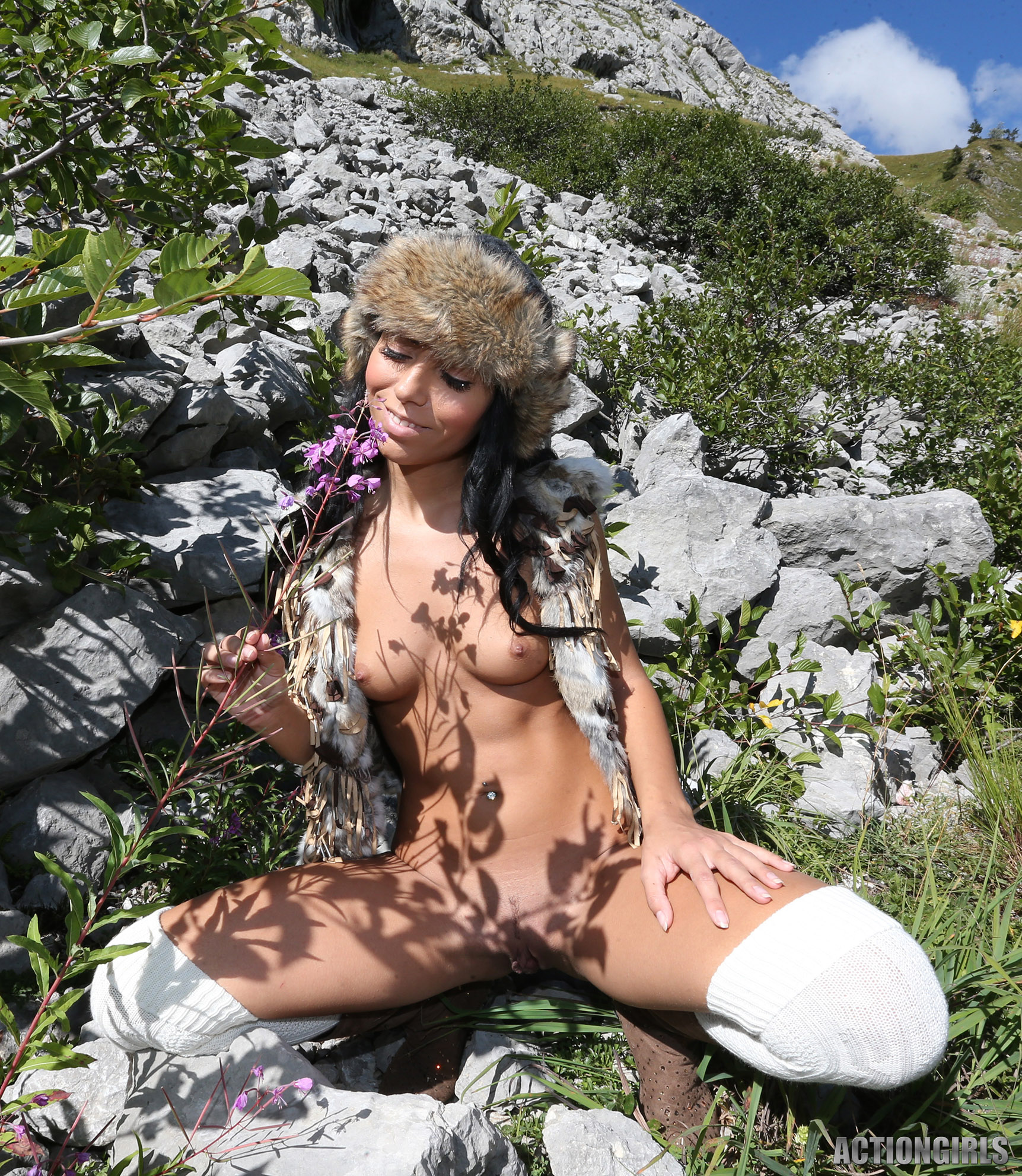 ww4 actiongirls gallery289 Gabriella