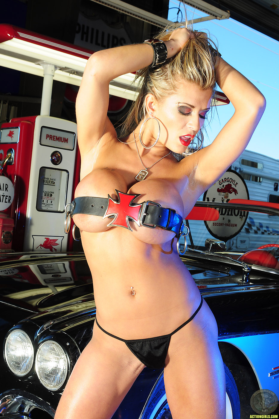 http://ww4.actiongirls.com/gallery55/Valerie-pics-ac/actiongirlsvalerieredgarage119.jpg